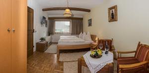 Kreuzhof, Bed and Breakfasts  Seefeld in Tirol - big - 22