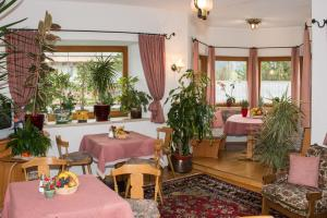 Kreuzhof, Bed and Breakfasts  Seefeld in Tirol - big - 28