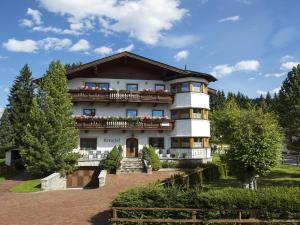 Kreuzhof, Bed and Breakfasts  Seefeld in Tirol - big - 1