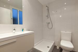 Two-Bedroom Apartment (4 Adults) Rossello 134