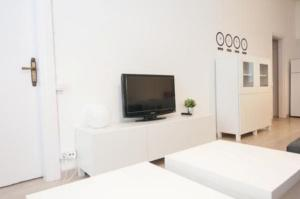 Two-Bedroom Apartment (7 Adults) Pelai