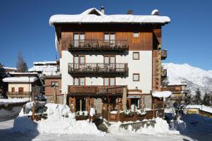 Hotel Assietta, Sauze d\'Oulx, Italy | J2Ski