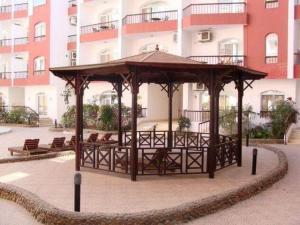 Apartment at nice resort with pool, Ferienwohnungen  Hurghada - big - 15