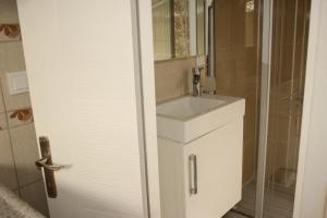 Ede Apart Otel, Aparthotels  Geyikli - big - 39