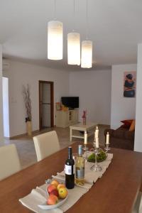 Holiday Home Mate, Ferienhäuser  Tinjan - big - 9