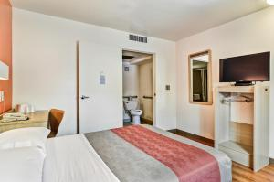 Standard Room with Roll-in Shower - Disability Acess