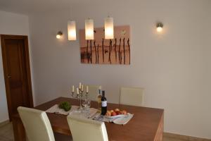 Holiday Home Mate, Ferienhäuser  Tinjan - big - 15