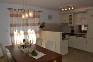 Holiday Home Mate, Case vacanze  Tinjan - big - 17