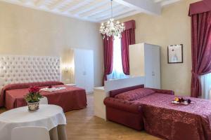 Trevi Rome Suite, Отели типа «постель и завтрак»  Рим - big - 34
