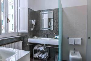 Trevi Rome Suite, Отели типа «постель и завтрак»  Рим - big - 33