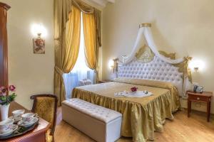 Trevi Rome Suite, Отели типа «постель и завтрак»  Рим - big - 88