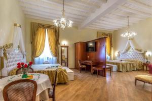 Trevi Rome Suite, Отели типа «постель и завтрак»  Рим - big - 62