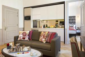 Deluxe One-Bedroom Apartment