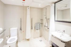 Accessible King Deluxe Room with Castle View