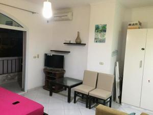 Apartment at nice resort with pool, Ferienwohnungen  Hurghada - big - 8