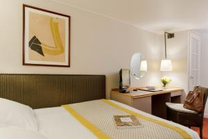 Small Classic Double Room with Court View