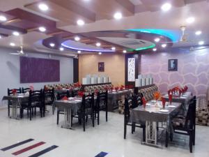 Friends Hotel & Restaurant, Отели  Bijainagar - big - 17