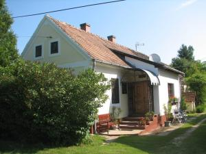 Chata Cserépmadár szállás és Csinyálóház Velemér Maďarsko