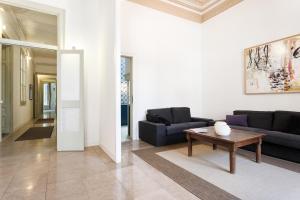 Six-Bedroom Apartment 1º 1ª