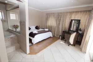 Улучшенный двухместный номер с 1 кроватью или 2 отдельными кроватями и видом на горы