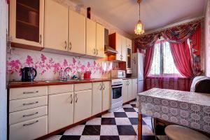 Apartment at Prospekt Bolshevikov, Ferienwohnungen  Sankt Petersburg - big - 4