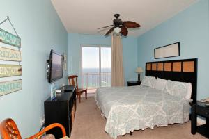 Two-Bedroom Apartment 1906 with Sea View