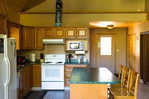 Apex Whitetail Chalet, Apartmanok  Apex Mountain - big - 20