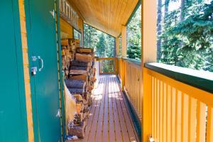 Apex Whitetail Chalet, Apartmanok  Apex Mountain - big - 45