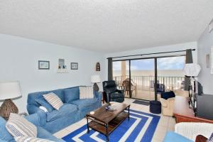 Two-Bedroom Apartment with Sea View 607