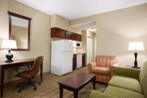 Queen Suite with Kitchen - Disability Access/Non-Smoking