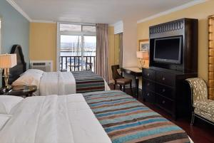 Superior Queen Room with Two Queen Beds and Marina View