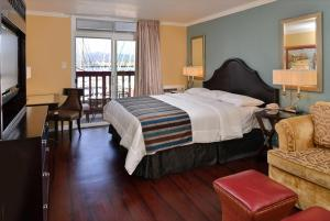 Superior King Room with Marina View