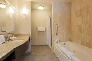 Hilton Garden Inn Nanuet, Отели  Нанует - big - 3