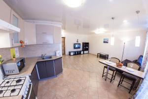 Home Hotel On Lenina 162, Apartmanok  Ufa - big - 6