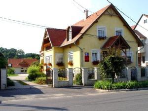 Mika Vendégház