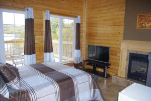 Double Room with Fireplace and Lake View