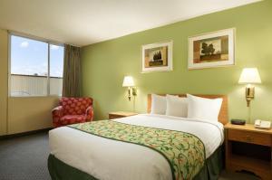 Travelodge Sturgis- Michigan, Motels  Sturgis - big - 5