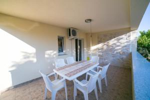 Apartments Bella, Apartmány  Novalja - big - 53