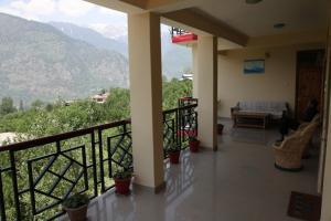 Malis Apple Lodge, Bed & Breakfasts  Nagar - big - 1