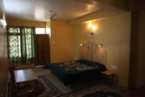 Malis Apple Lodge, Bed & Breakfasts  Nagar - big - 26
