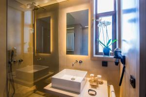 Hotel Dom Henrique - Downtown, Отели  Порту - big - 13