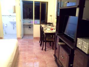 Patong Condotel, Апартаменты  Патонг-Бич - big - 12