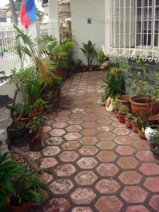 Geordie's Hostel and Cafe, Penziony  Manila - big - 11