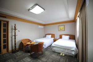 Hotel Savoy, Hotel  Changwon - big - 4