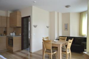 Persey Flora Apartments, Aparthotely  Borovets - big - 78