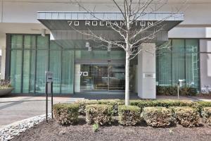 Republic on Roehampton Avenue - Furnished Apartments, Apartments  Toronto - big - 3