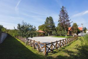 Casa Cu Nuc, Penzióny  Brebeni - big - 23