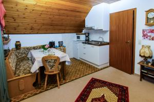 Haus am Wald, Apartmány  Baiersbronn - big - 22