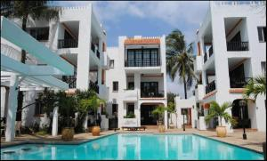 Wayside Beach Apartments