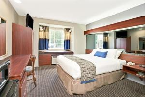 Queen Room with One Queen Bed